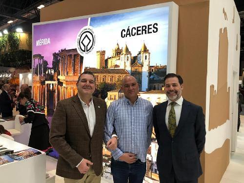 Círculo Empresarial Cacereño visita el Stand de Extremadura en FITUR 2020